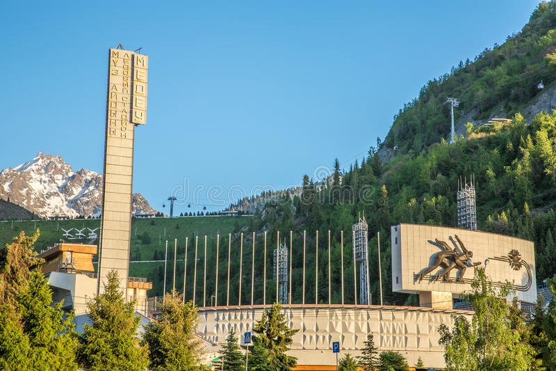 Stadion Medeo, högst åka skridskor isbana i värld i Almaty, Kasakhstan, Asien. arkivfoto