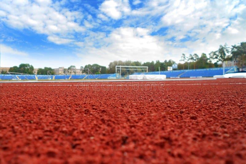Stadion och den blåa himlen royaltyfri foto