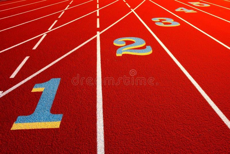 Stadion-Rennen-Spur mit Weg-Zahlen stockbild