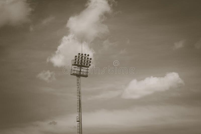 Stadionlichten op een blauwe hemel stock afbeeldingen
