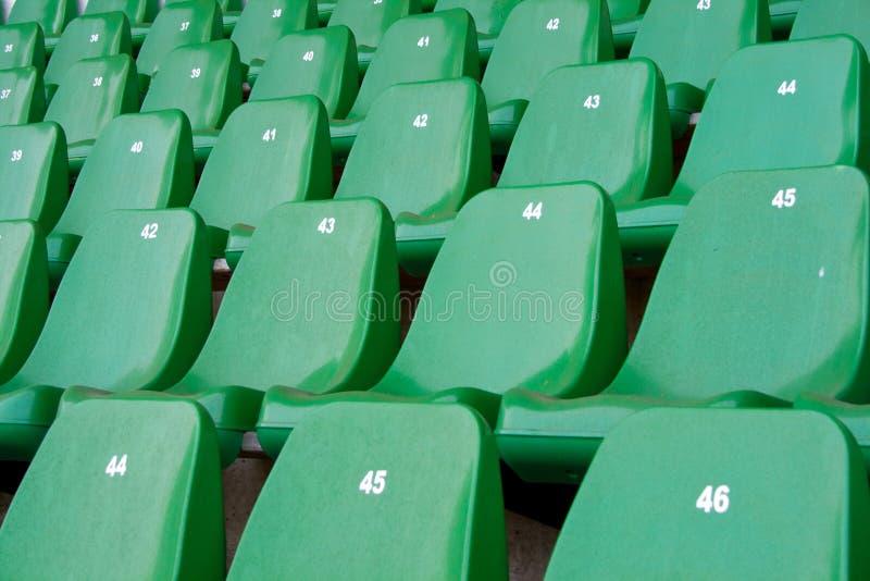 Stadionsitze lizenzfreie stockbilder
