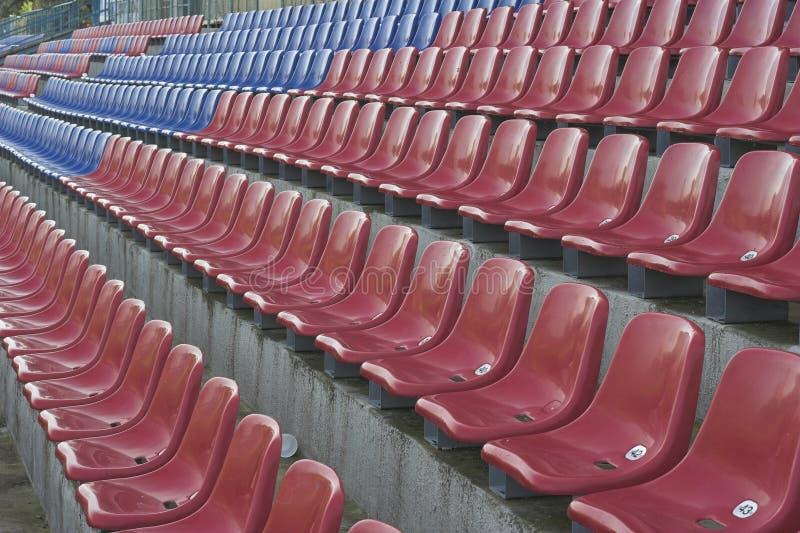 Download Stadionsitze stockfoto. Bild von stuhl, publikum, öffentlichkeit - 869920