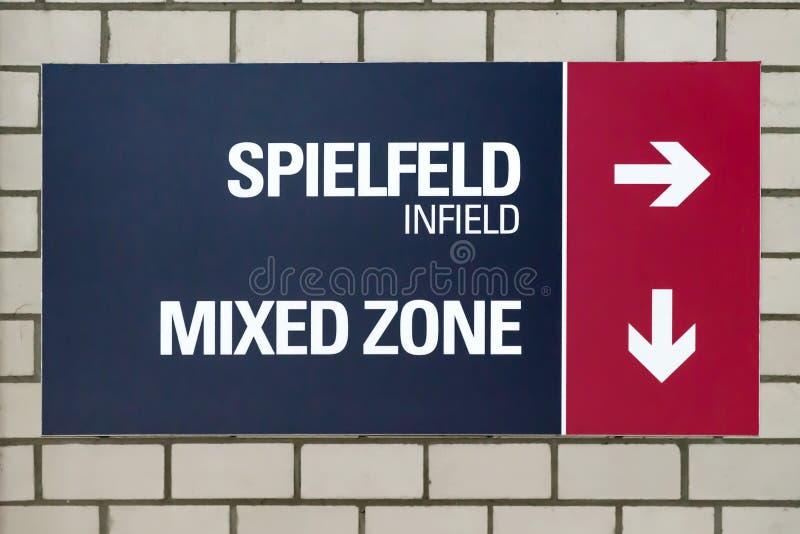 Stadionteken met richtingaanwijzing voor infield en de Gemengde Streek stock afbeeldingen