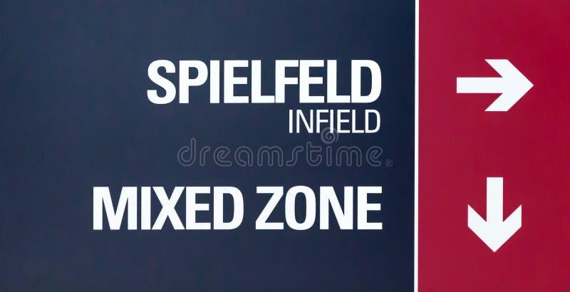 Stadionteken met richtingaanwijzing voor infield en de Gemengde Streek stock foto's
