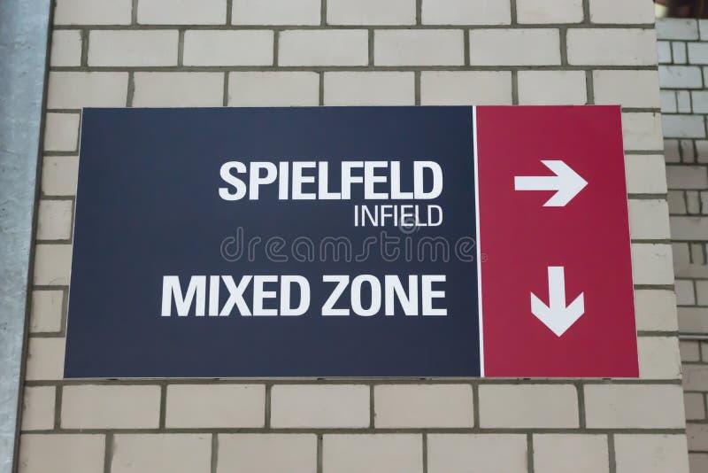 Stadionteken met richtingaanwijzing voor infield en de Gemengde Streek royalty-vrije stock afbeeldingen