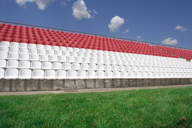 Stadiud et ciel du football photos stock