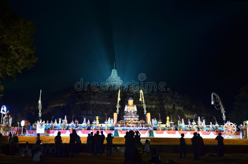 Stadium Vesak-Tag 2015 an Borobudur-Tempel lizenzfreie stockfotografie