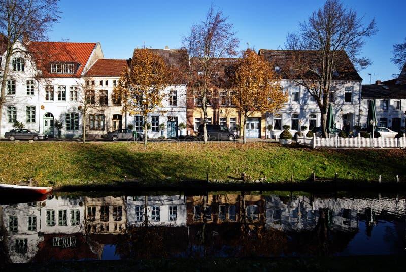 Stadkanal i Friedrichstadt fotografering för bildbyråer