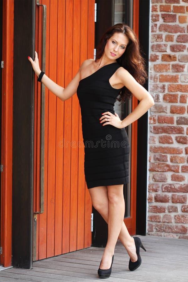 Stads aantrekkelijke vrouw stock foto's