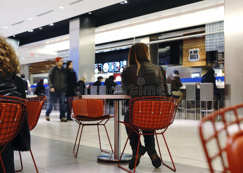 Stads- Eatery - Toronto Eaton mitt royaltyfri fotografi