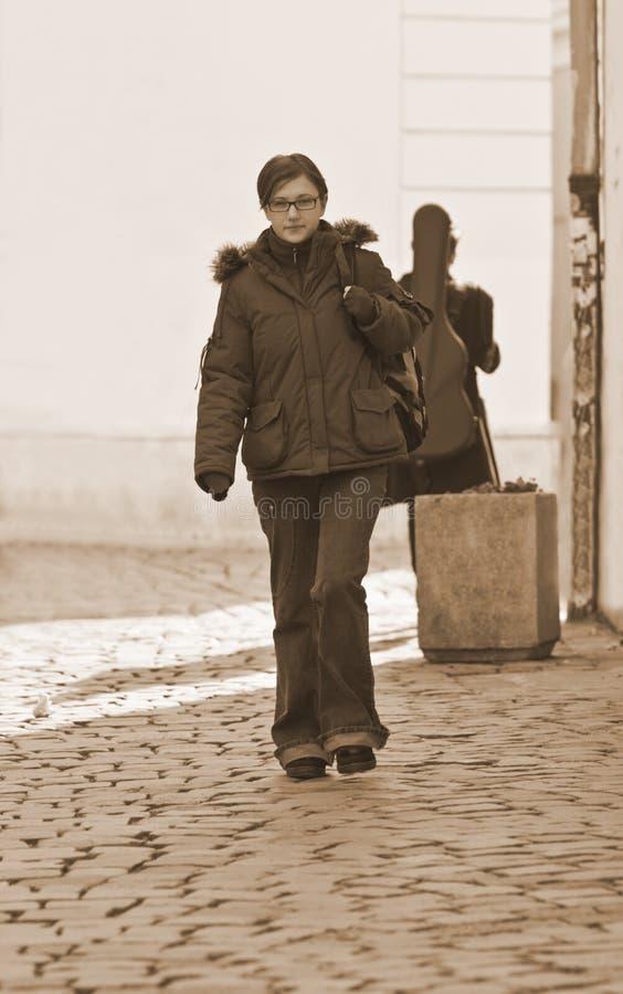 stads- flicka arkivfoton
