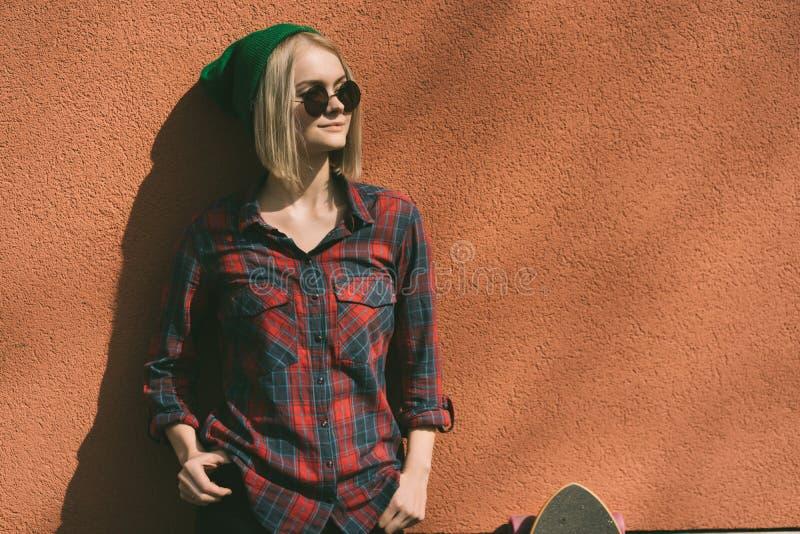 Stads- flicka för mode royaltyfri foto