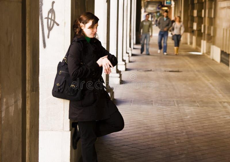 stads- kvinna för impatience royaltyfri bild