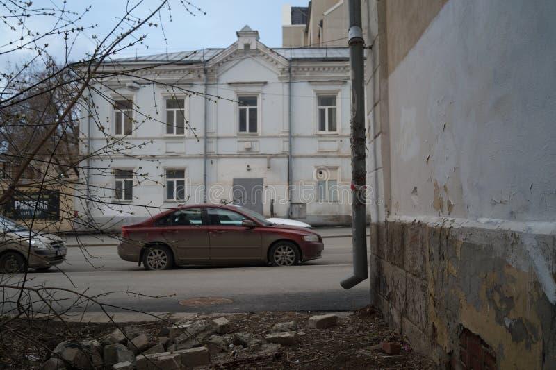 Stads- landskap: en forntida byggnad, gata 11, en arkitektonisk monument för Maj dag av det 19th århundradet arkivbild