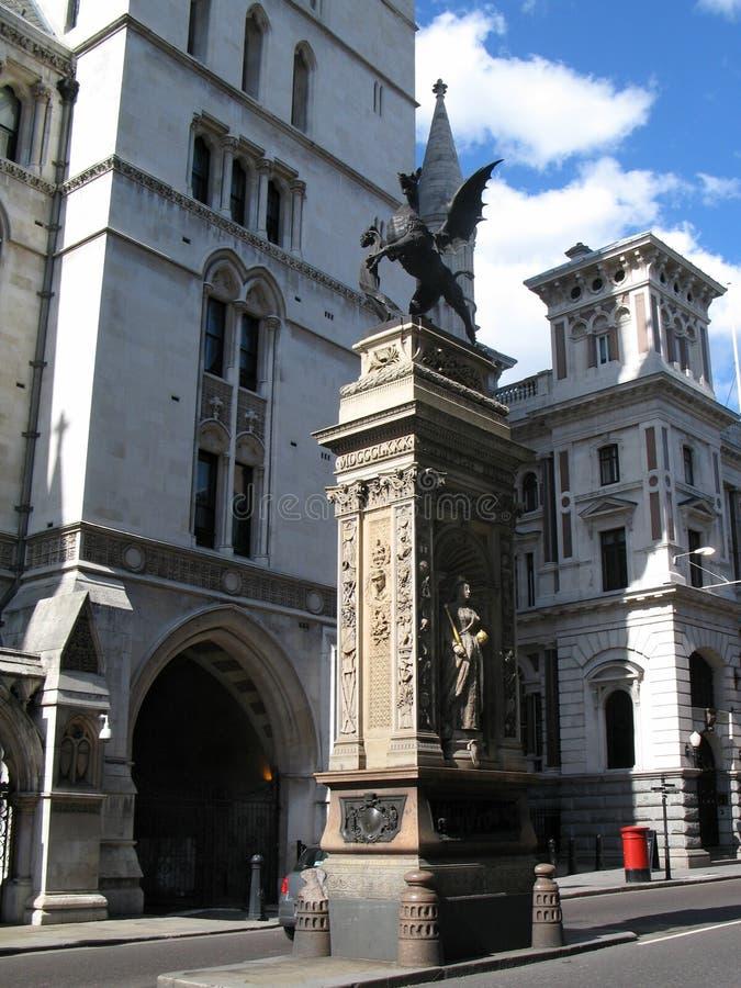 Stads- landskap med tempelstångminnesmärken på Fleet Street i London, UK arkivfoto