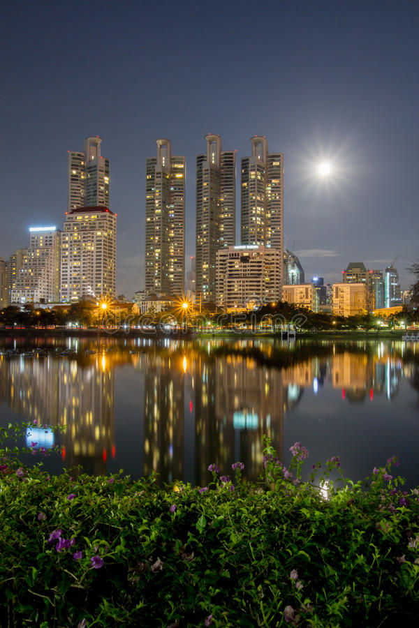 Stads lichte nacht royalty-vrije stock afbeeldingen