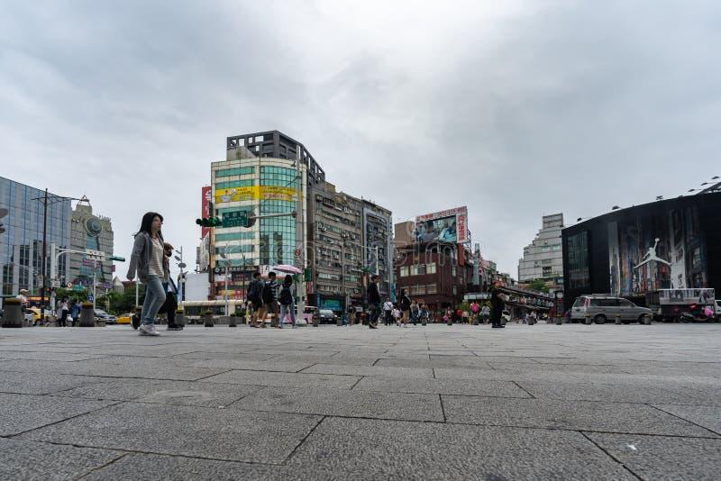 Stads- liv som är främst av Ximending shoppingområde i Taipei, Taiwan Ximending är det berömda modeet, nattmarknaden och gatan royaltyfri foto