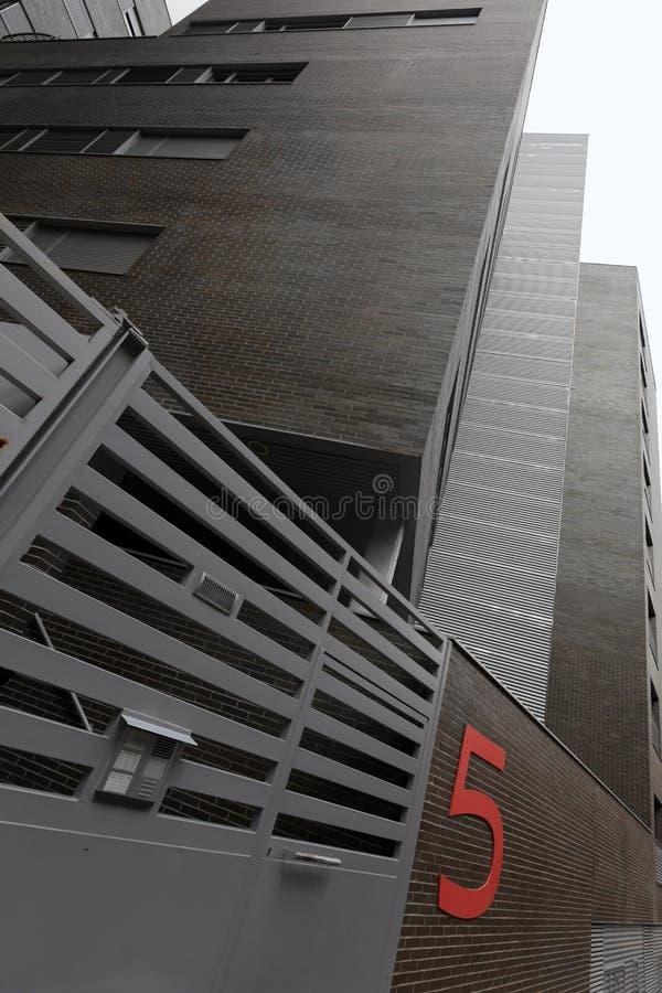 stads- nummer för hus för lägenhettegelsten fem arkivfoton