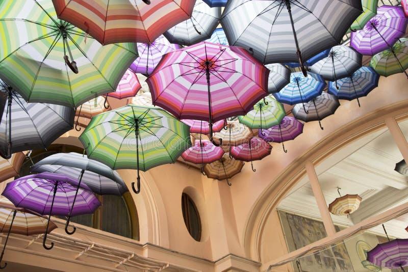 Stads- paraplypassage royaltyfria foton