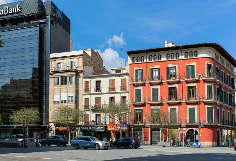 Stads- sikt av den centrala gatan av Palma, Spanien royaltyfria bilder