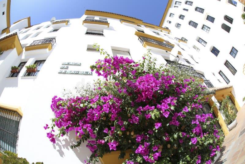 Stads- sikt Marbella för gammal staduppehåll arkivfoton