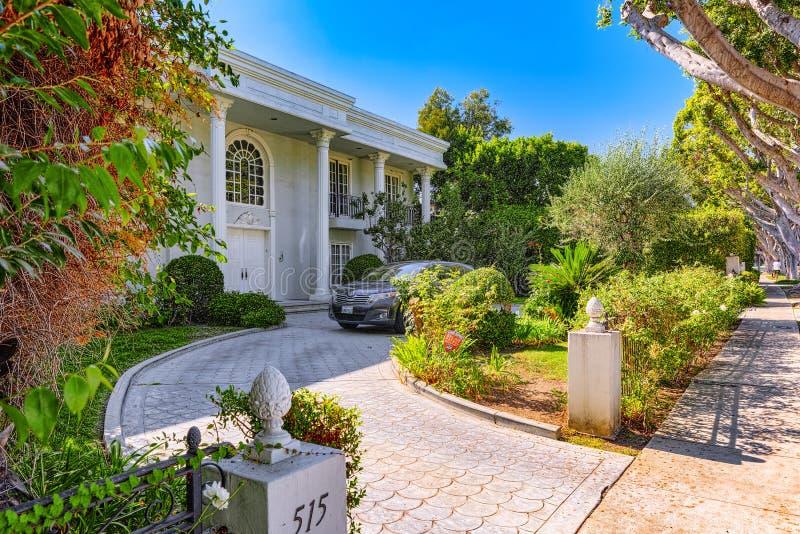 Stads- sikter av det Beverly Hills området och de bostads- byggnaderna på Hollywoodet Hills arkivfoton