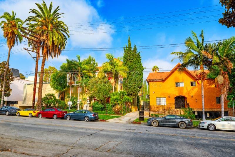 Stads- sikter av det Beverly Hills området och de bostads- byggnaderna på Hollywoodet Hills arkivbild