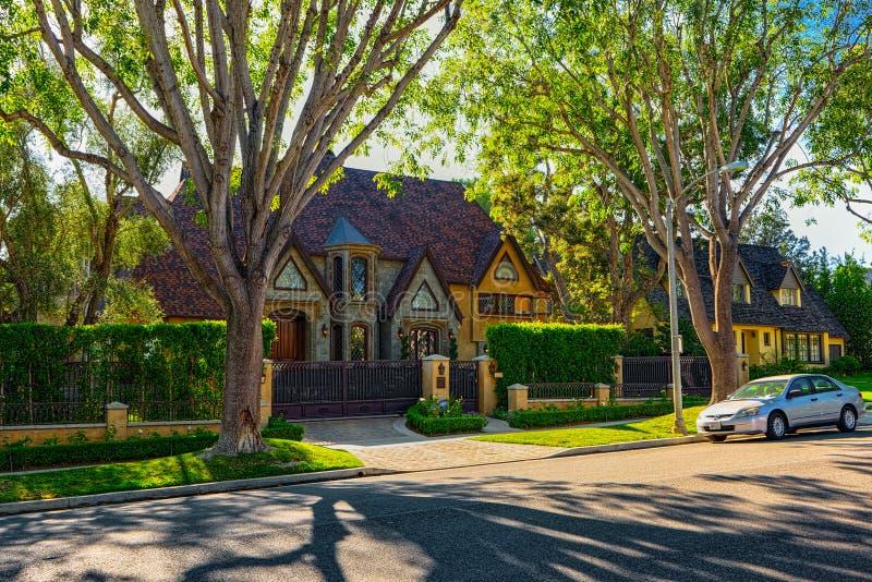 Stads- sikter av det Beverly Hills omr?det och de bostads- byggnaderna p? Hollywoodet Hills arkivbilder