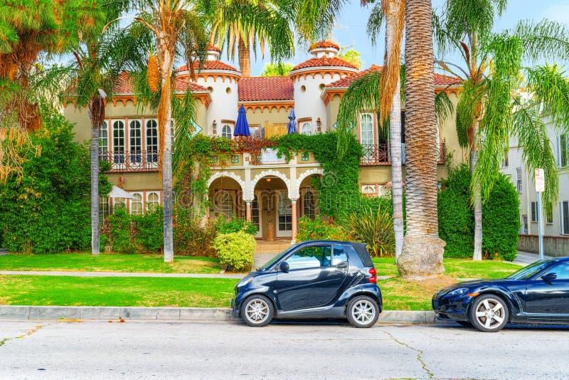 Stads- sikter av det Beverly Hills omr?det och de bostads- byggnaderna p? Hollywoodet Hills arkivfoto
