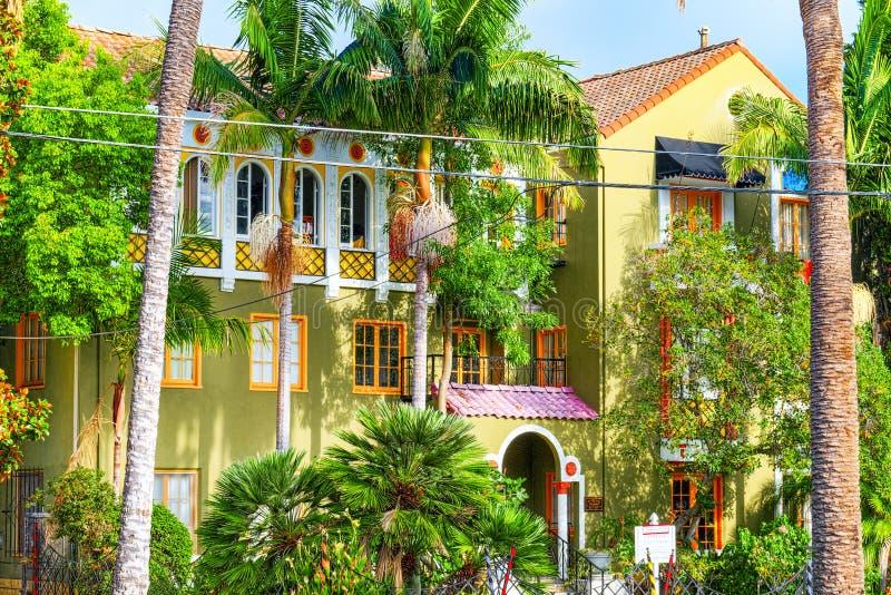 Stads- sikter av det Beverly Hills omr?det och de bostads- byggnaderna p? Hollywoodet Hills fotografering för bildbyråer