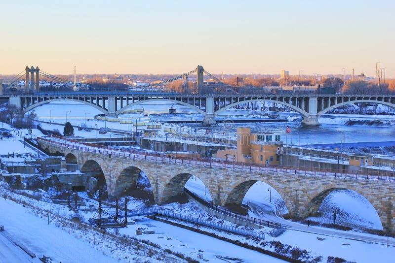 Stads- stadsarkitekturbakgrund, vintersikt arkivfoto