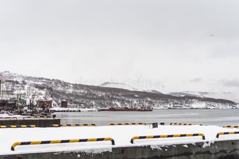 Stads- vinterlandskap på den Kamchatka halvön fotografering för bildbyråer