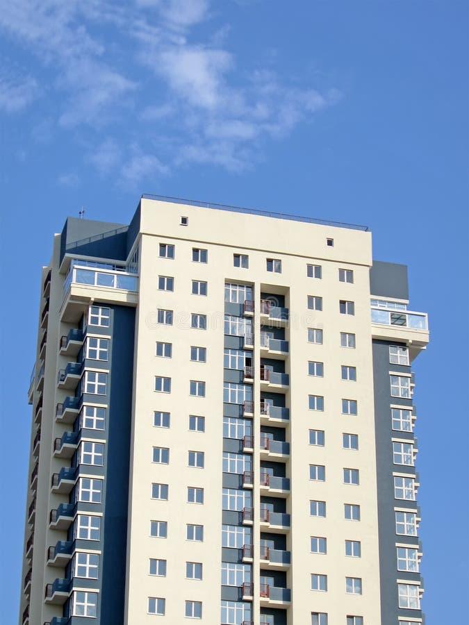 stads- yellow för blå sky för byggnad grå modern ny fotografering för bildbyråer