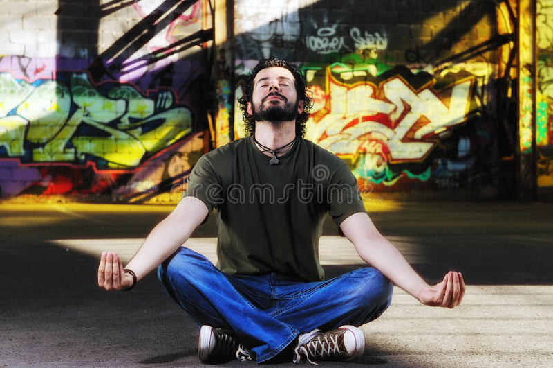 Stads- yoga arkivfoton