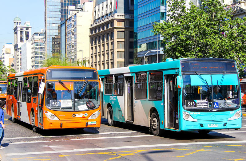 Stadsbussar i Santiago, Chile royaltyfria bilder