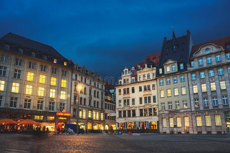 Stadscentrum bij nacht, Leipzig royalty-vrije stock afbeelding