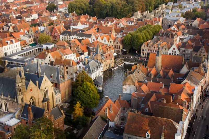 Stadscentrum van Brugge dat hierboven wordt gezien van stock foto's