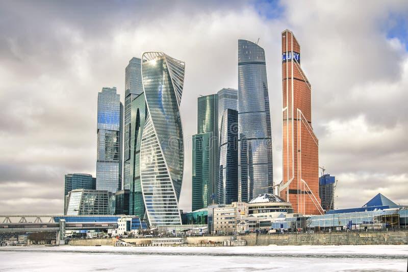 stadsdag kremlin utomhus- moscow Cityscape av Moskvaaffärscentrumet på vinterdag royaltyfria bilder