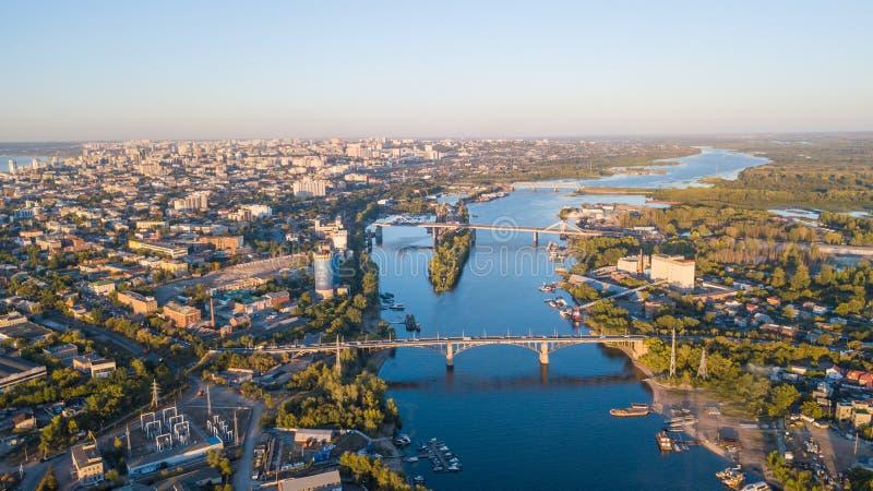 Stadsflodbroar arkivfoton