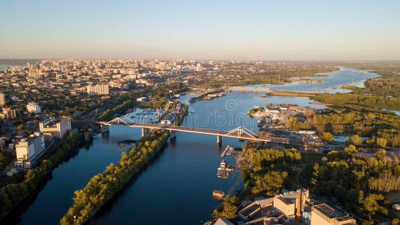 Stadsflodbroar fotografering för bildbyråer
