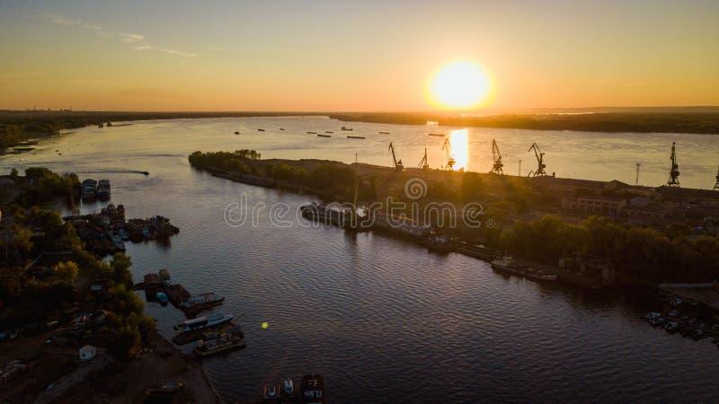 Stadsflodport royaltyfria foton