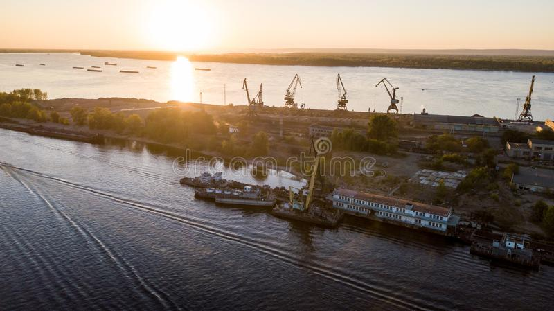 Stadsflodport royaltyfri bild