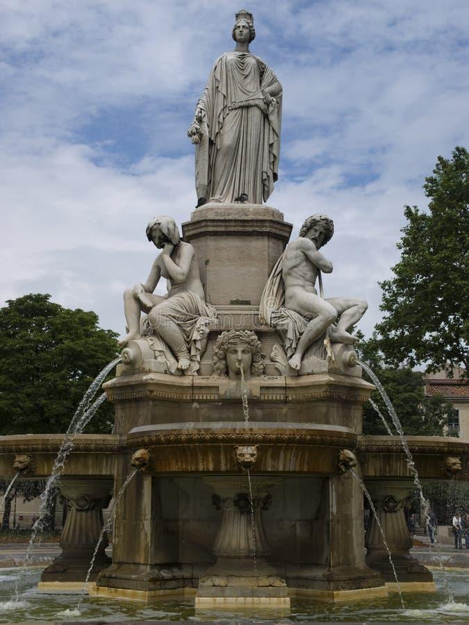 stadsfrance nimes park arkivbilder