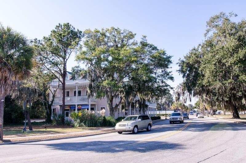 Stadsgata i Beaufort South Carolina under en solig dag arkivbild