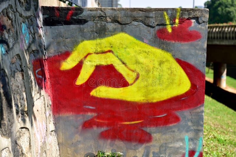 Stadsgrafitti på cementväggen royaltyfri foto