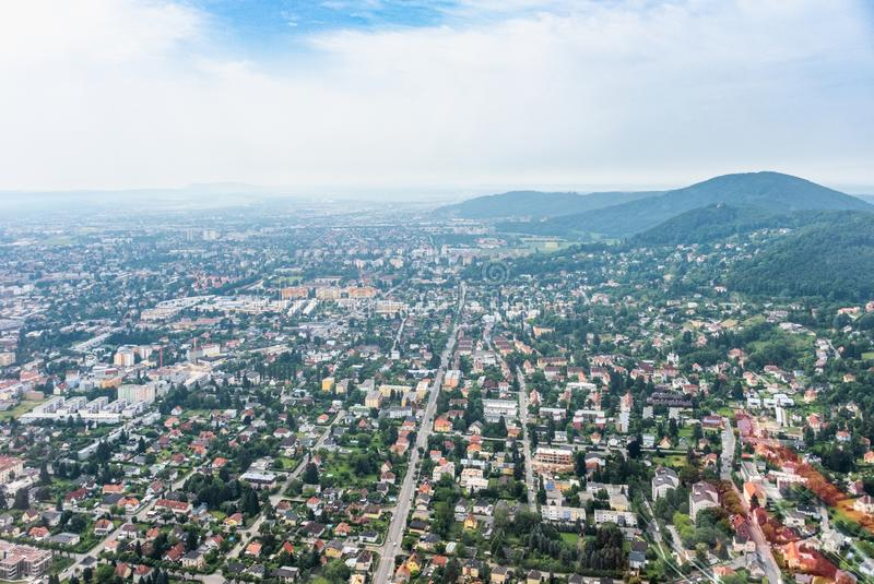 StadsGraz flyg- sikt med området Eggenberg i Styria, Österrike arkivbild