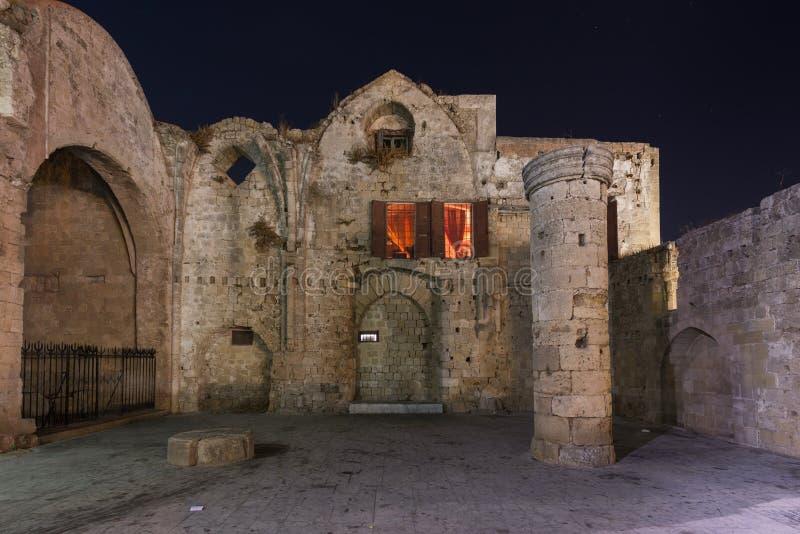 stadsgreece ö medeltida rhodes royaltyfria foton