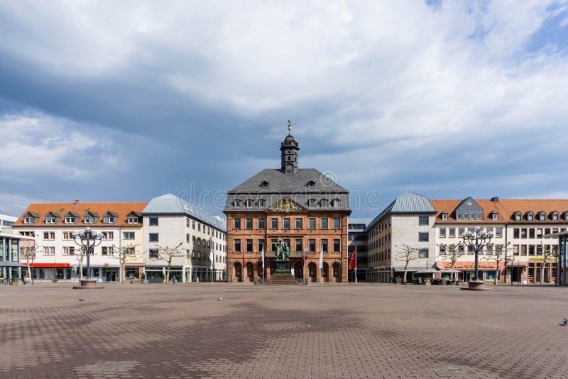 Stadshall och marknadstorget i Hanau Hessen Tyskland arkivfoto