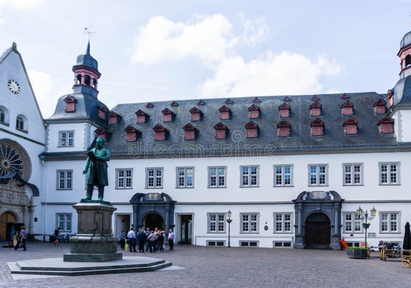 Stadshus i den Koblenz staden i Rheinland-Pfalz på blå himmel arkivbilder