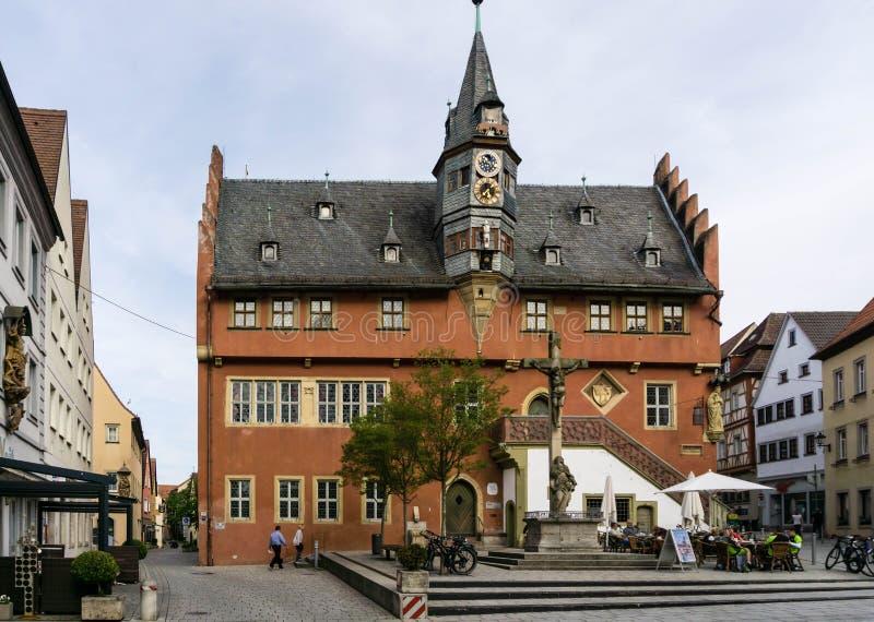 Stadshus i Ochsenfurt i den Bayern Tyskland arkivfoton